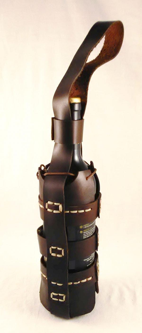 Botellero artesanal de cuero marrón