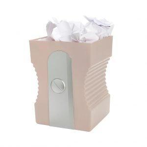 papelera con papeles
