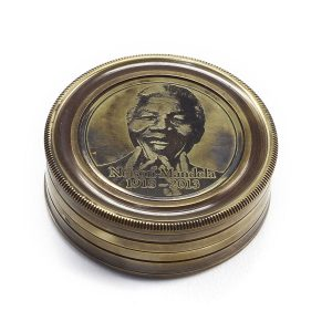Brújula Nelson Mandela