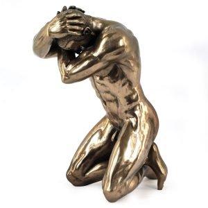 Hombre Desnudo Arrodillado