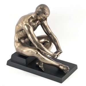 Figura Hombre Desnudo Estirando