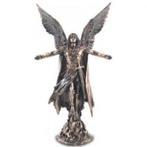 figura arcangel uriel