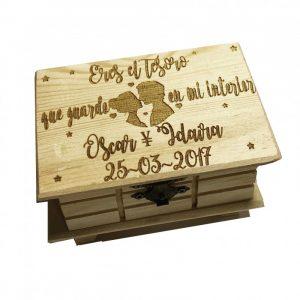 caja madera pareja